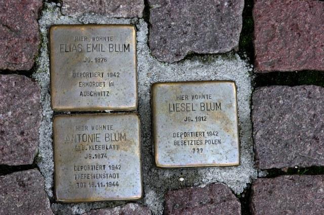 http://www.dfg-vk-darmstadt.de/Lexikon_Auflage_2/Bilder/Stolpersteine/Blum_EliasEmil_Antonie_Liesel_Marktplatz_7.jpg